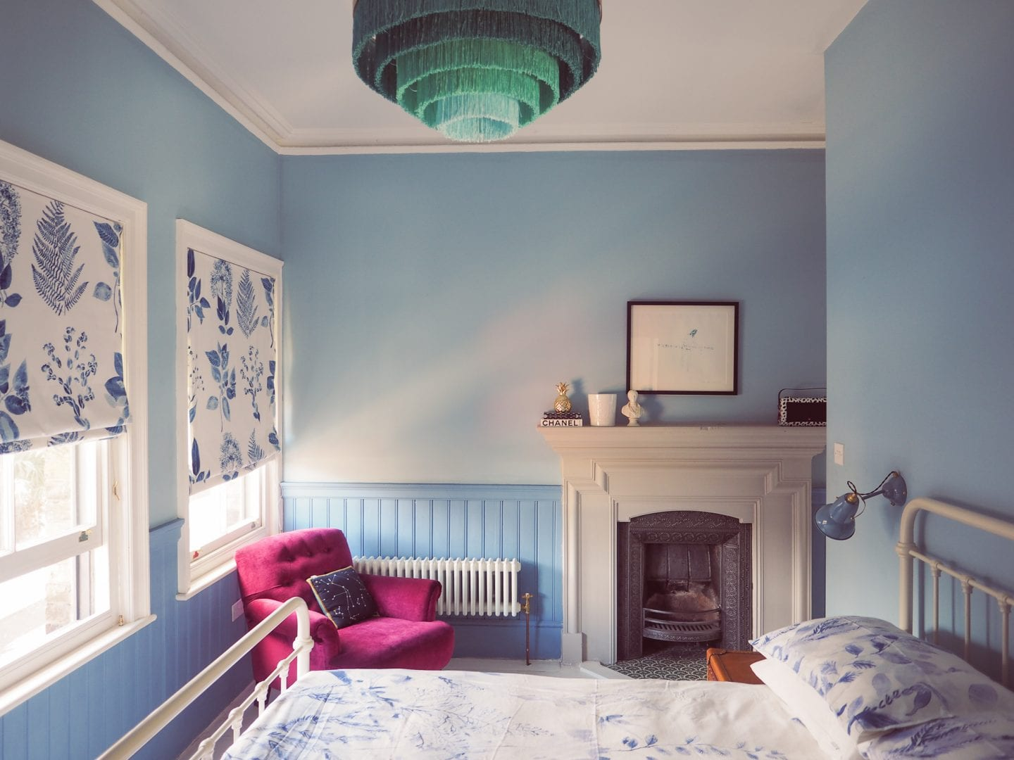 blue-seaside-bedroom