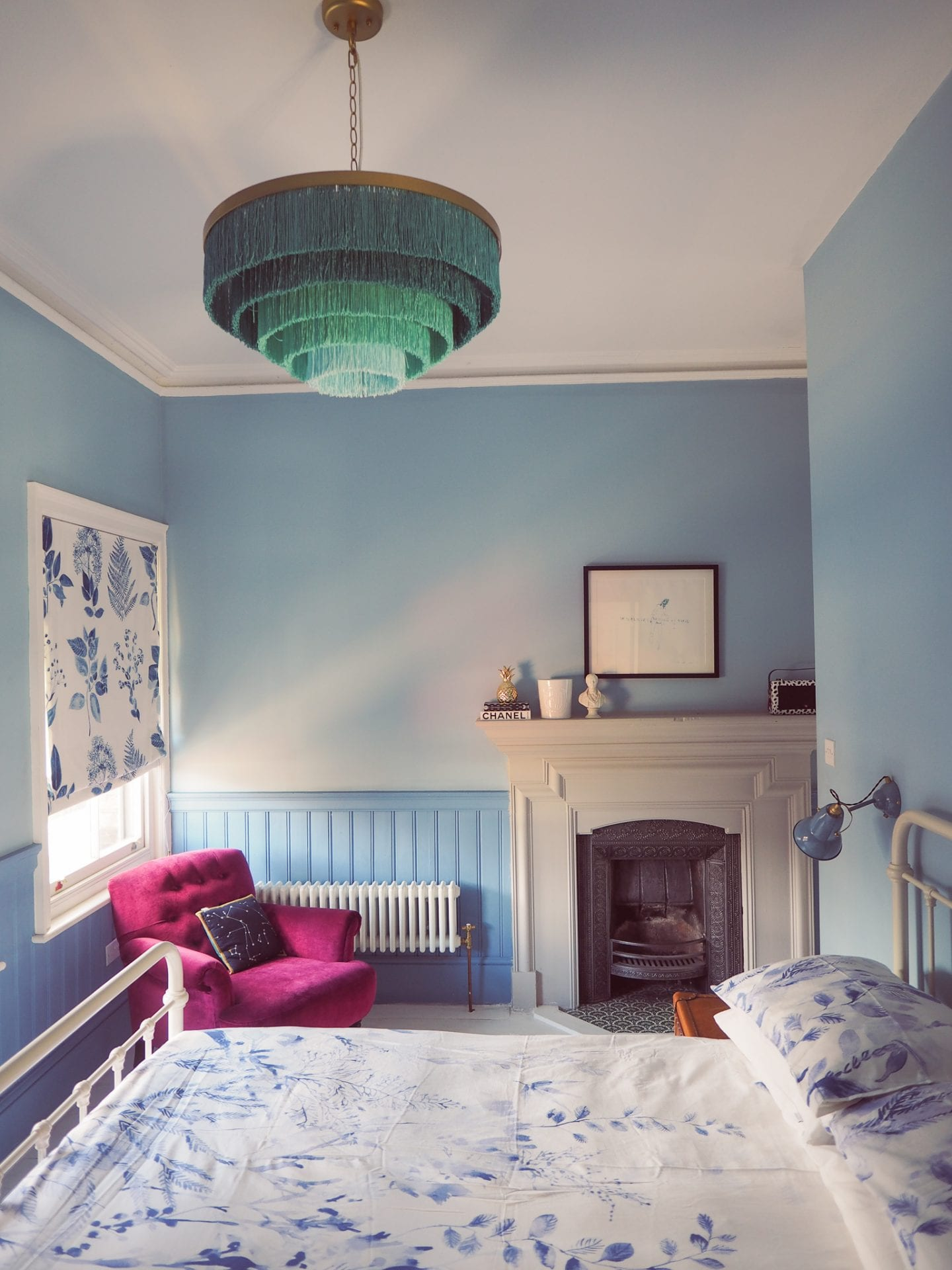 blue-seaside-bedroom-anthropologie-fringing-fright-light-chandelier-pendant-lighting