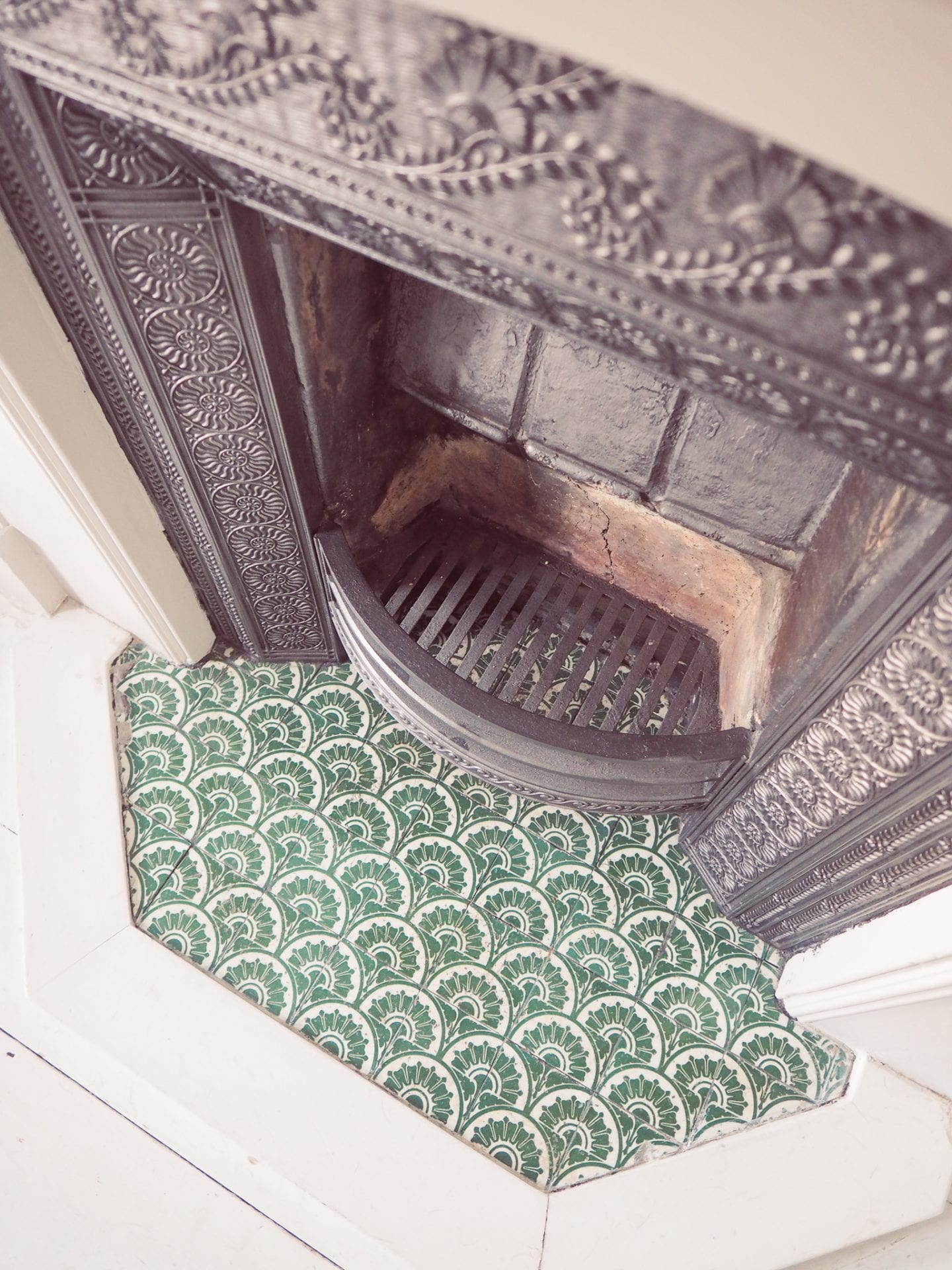 fireplace-victorian-green-scalloped-tiles