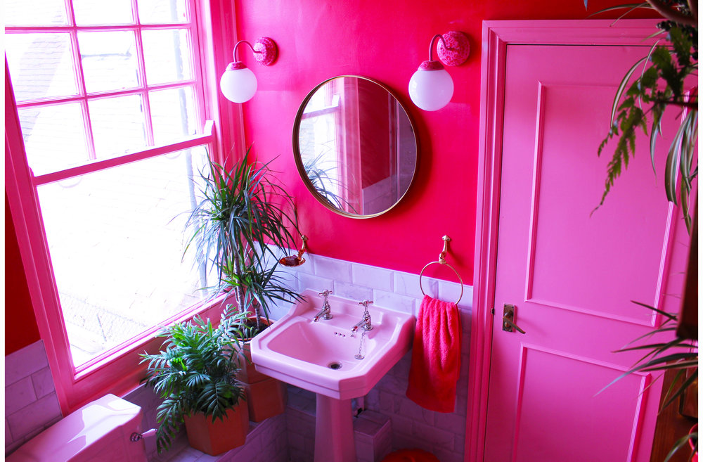 margate location house bathroom pink 70s style