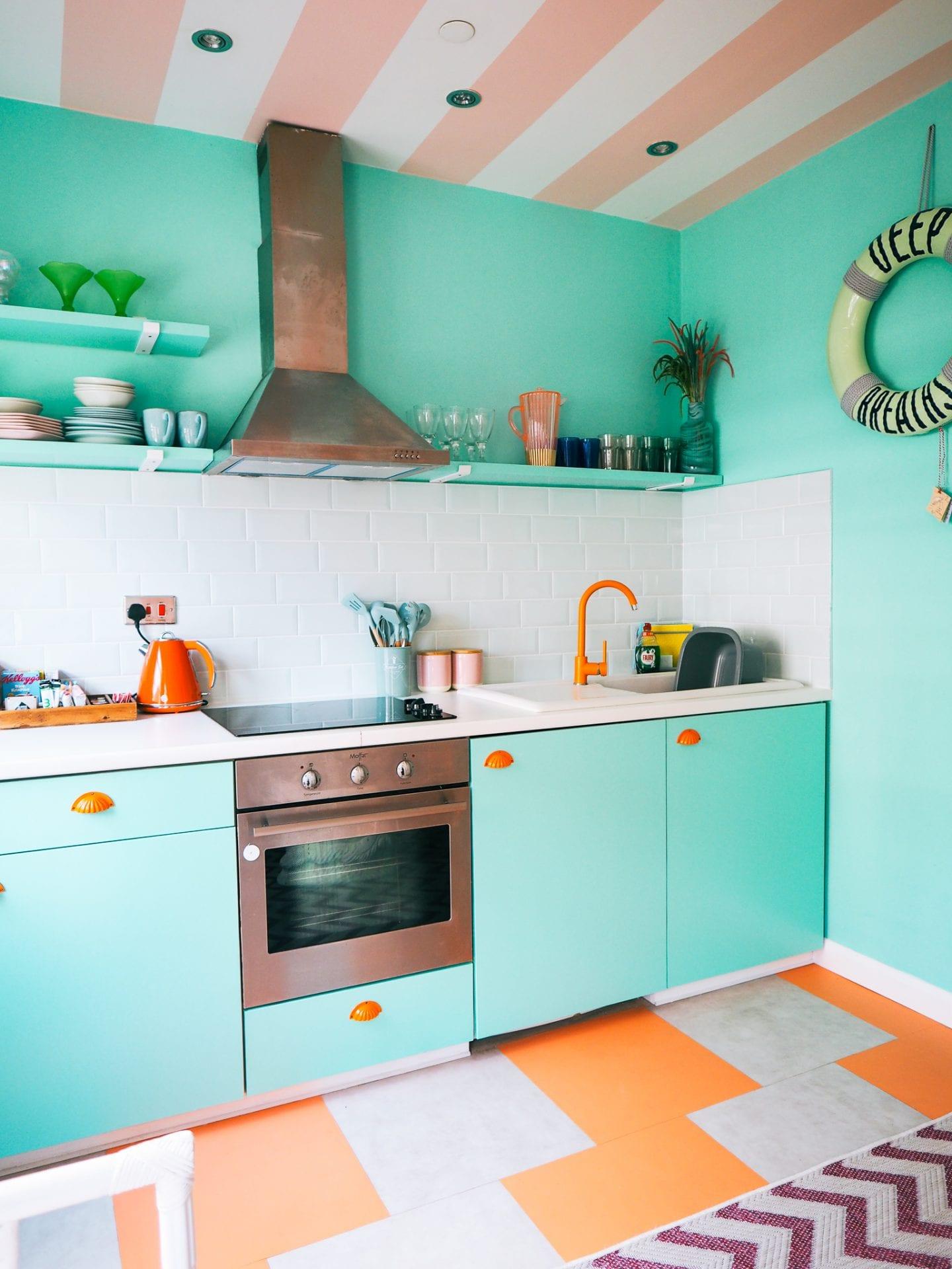 Margate-suites-hotel-airbnb-holiday-cottage-aqua-kitchen-orange