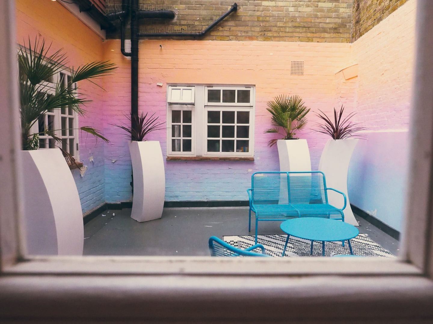 Margate-suites-hotel-airbnb-holiday-cottage-seashell-bedroom-bed-ombre-terrace-area