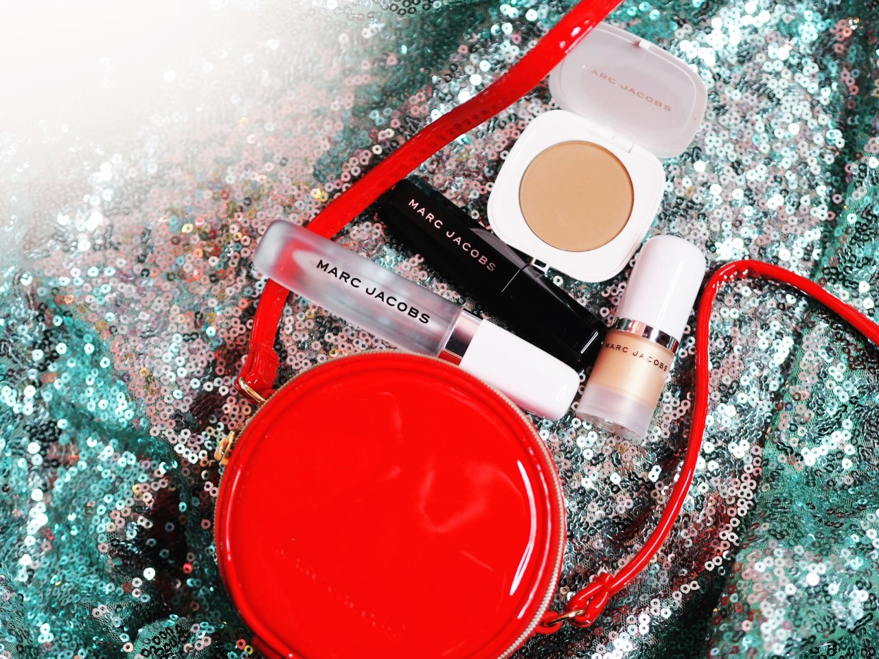 OUT NOW! Marc Jacobs Black Friday Make-Up Set!!
