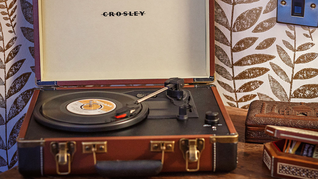 the dial house hotel review record player