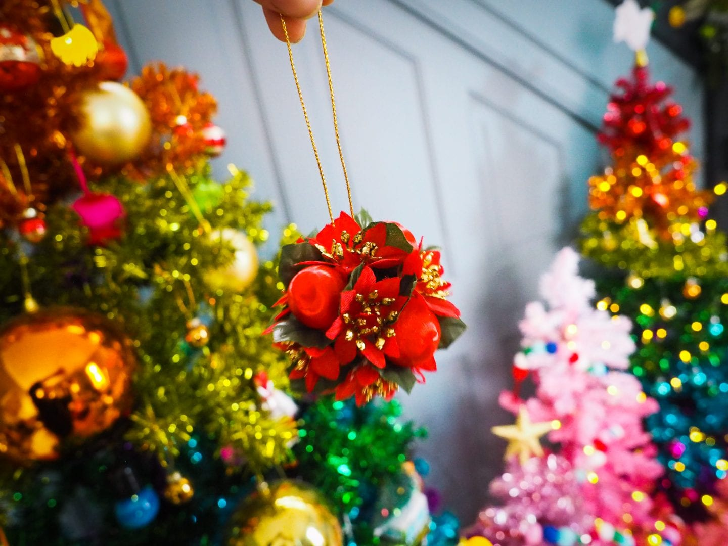 vintage-christmas-decorations-charity-shop-thrift-store-review-haul-red-flowers-3d