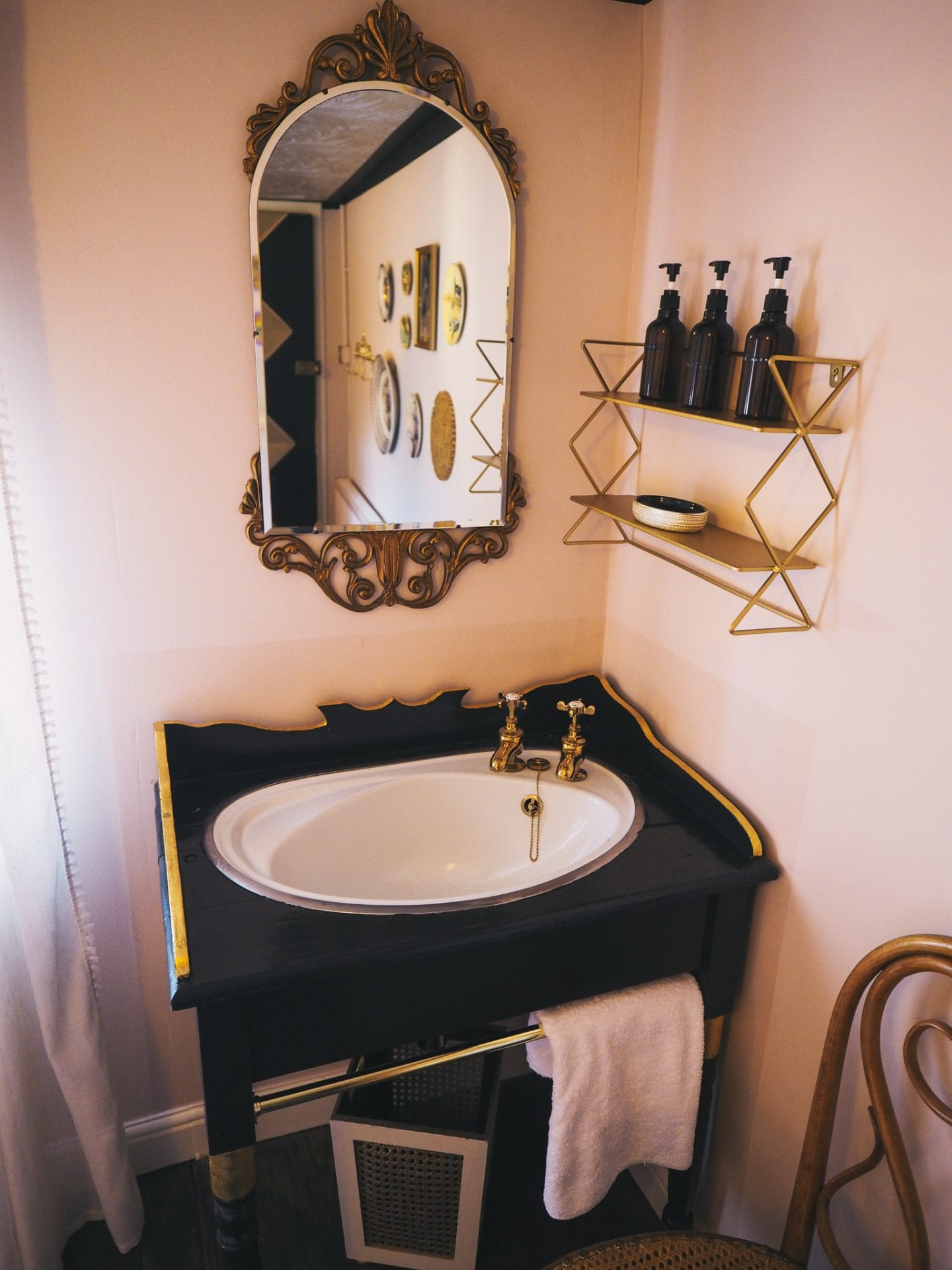 george-and-heart-margate-kent-black-and-gold-vintage-style-sink