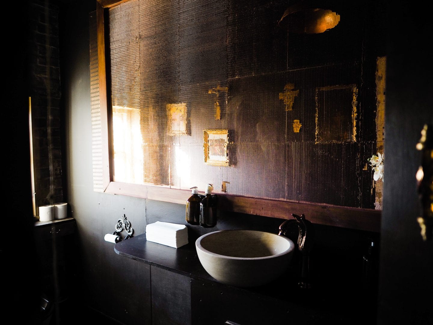 george-and-heart-margate-kent-gold-bronze-bathroom