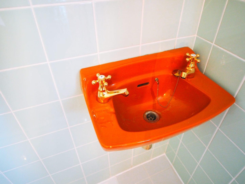george-and-heart-margate-kent-orange-vintage-sink