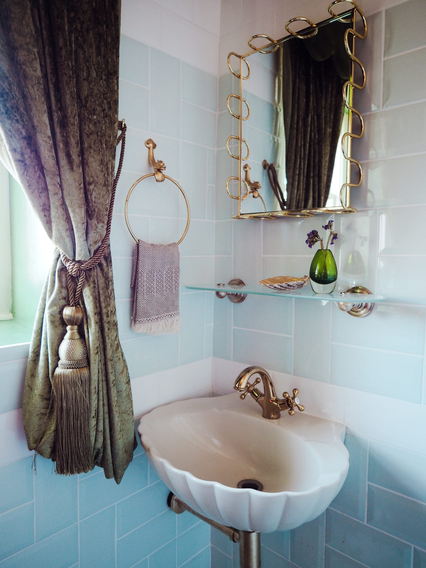 george-and-heart-margate-kent-seashell-sink-gold-taps-blue-tiles
