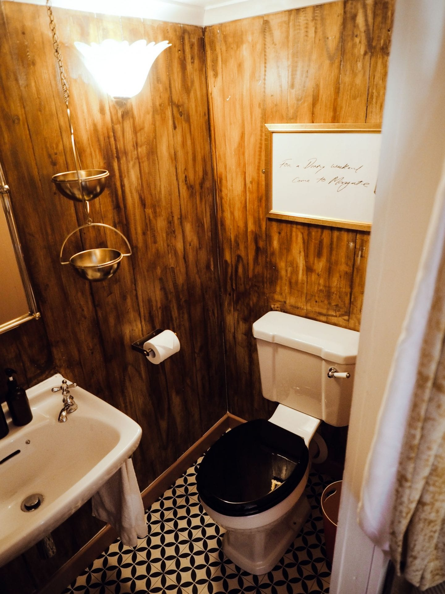 george-and-heart-margate-kent-wood-cabin-bathroom--scaled