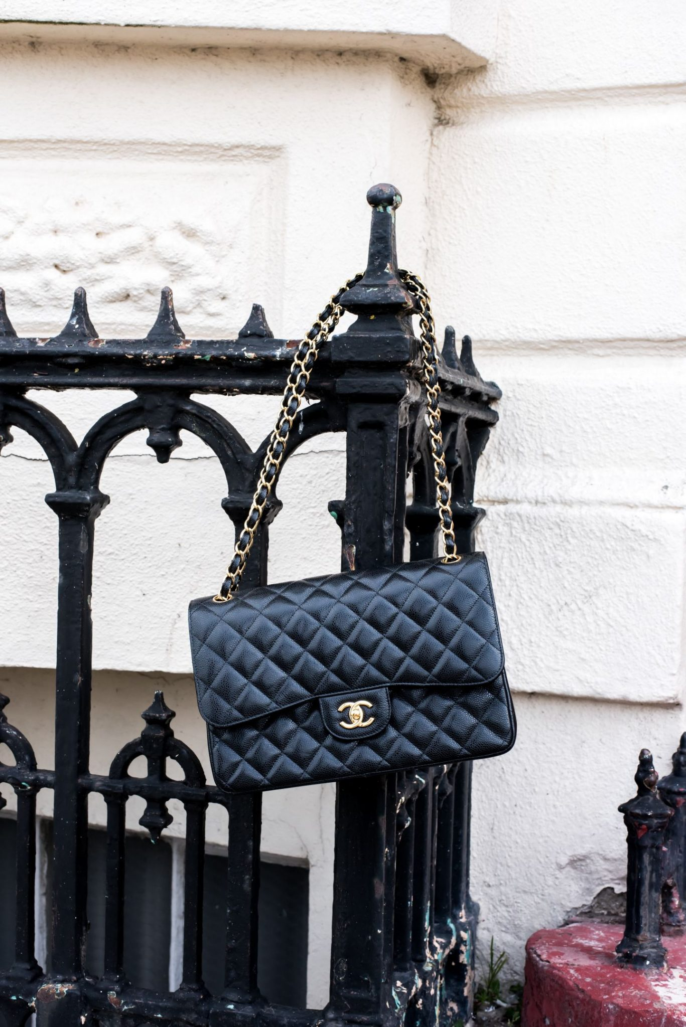 What is the proper way to store handbags?