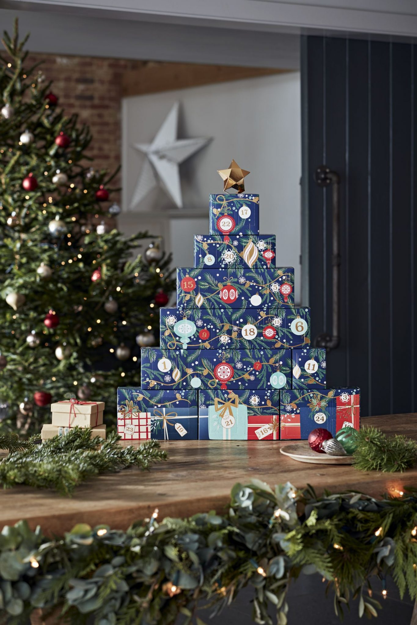 What's Inside The Yankee Candle 2021 Advent Calendar?!